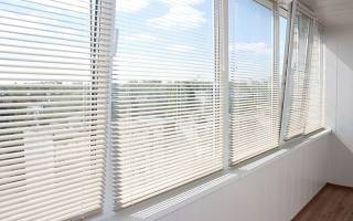 Как установить алюминиевые жалюзи на пластиковые окна?