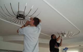 Нужна ли люстра при натяжном потолке?