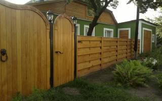 Как построить забор из досок своими руками?