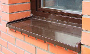 Как крепить отлив к пластиковому окну?