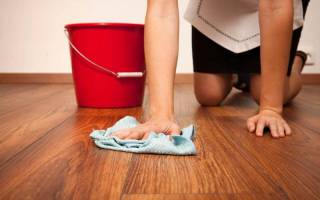 Как мыть ламинат без разводов?