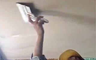 Как выровнять потолок в ванной?