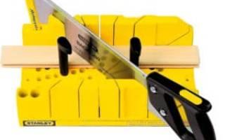 Как соединить углы потолочного плинтуса?