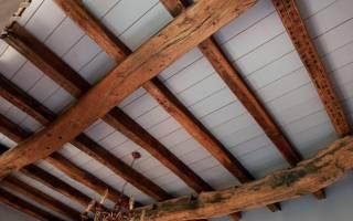 Как крепить декоративные балки на потолок?