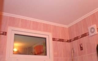 Как задекорировать окно между ванной и кухней?