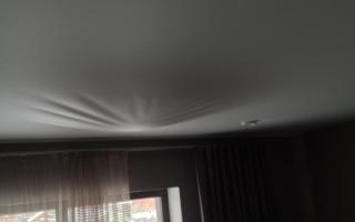 Провис потолок в доме что делать?