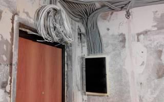 Нужна ли гофра для электропроводки по потолку?