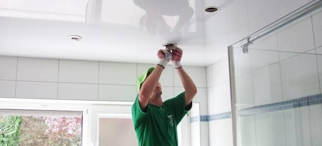 Как вставить светильник в натяжной потолок?
