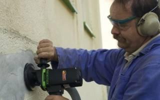 Как очистить кирпичную стену от штукатурки?
