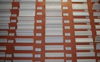 Как резать внутренний угол потолочного плинтуса?