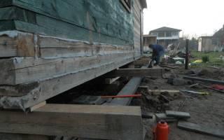 Как поднять деревянный дом и залить фундамент?