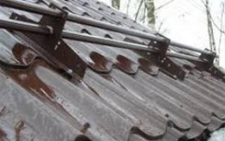 Как правильно крепить снегозадержатели на металлочерепицу?