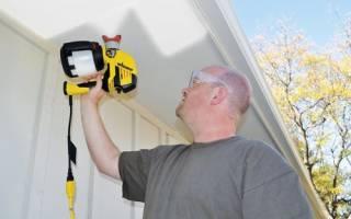 Чем лучше красить потолок валиком или краскопультом?