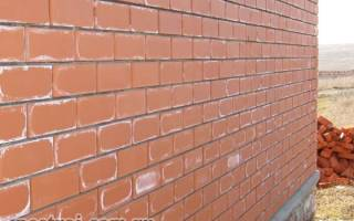 Во сколько кирпичей строить стены дома?