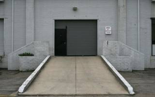 Как сделать заезд в гараж из досок?