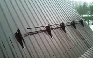 Как крепить снегозадержатели на металлочерепицу?