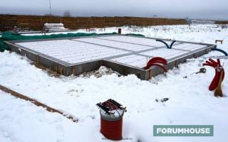 Как утеплить фундамент дома снаружи пенополистиролом?