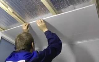 Как зашить потолок пластиковыми панелями?
