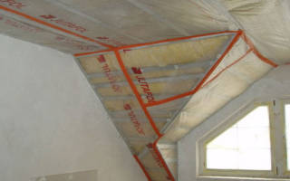 Как стелить пароизоляцию на потолок?