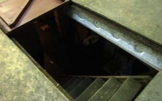 Как утеплить крышку погреба в гараже?