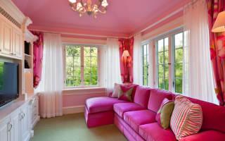 Розовый потолок какие обои подойдут?