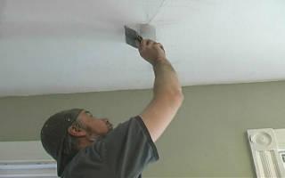 Как заделать трещины на потолке перед побелкой?