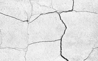 Как покрасить бетонный забор?