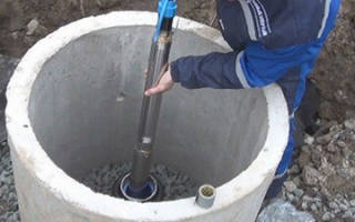 Как правильно опустить насос в скважину?