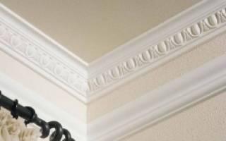Как сделать стык потолочного плинтуса?
