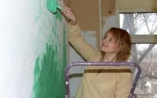 Можно ли красить обои водоэмульсионной краской?